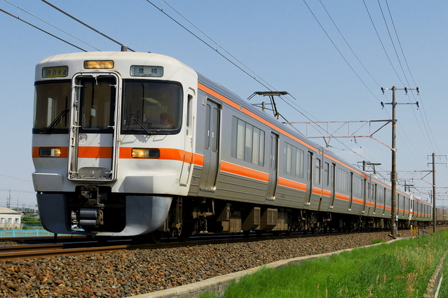 A rapid train running on the Tokaido Mainline